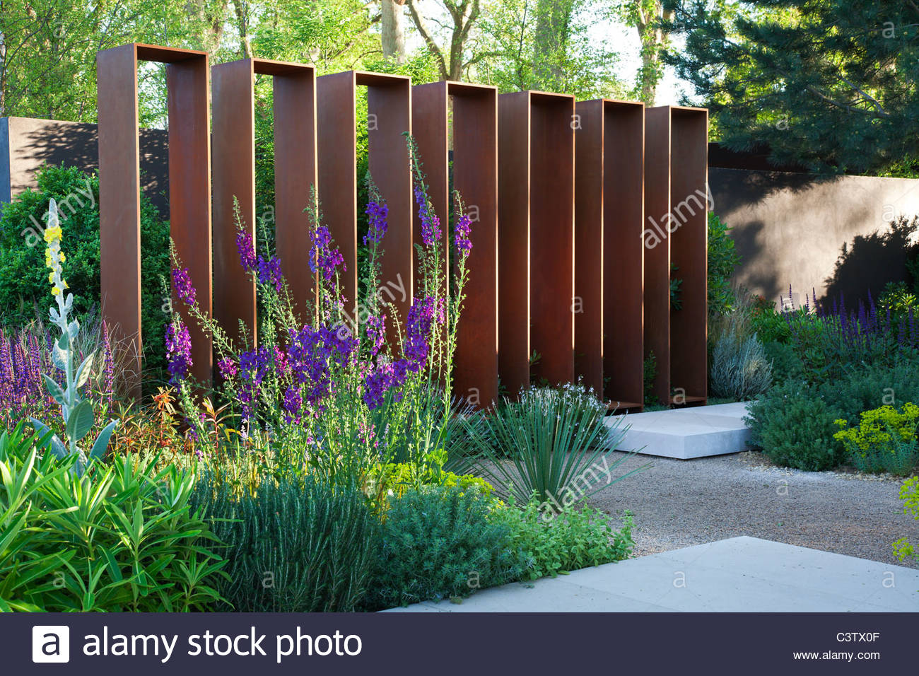 Corten steel screen structure in the daily telegraph for Garden design ideas rhs