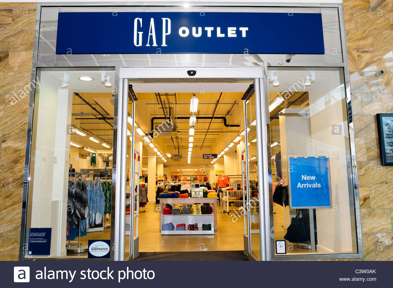 Rubenstein claims Gap hides tags with three squares on Gap and Banana Republic clothes that are sold only in outlet stores.