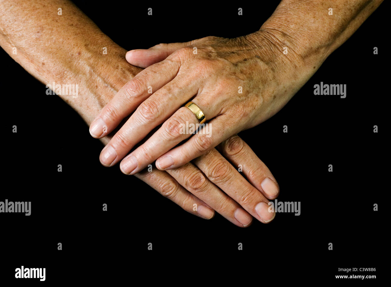 The hands of an old woman with a gold wedding ring Stock Photo ...
