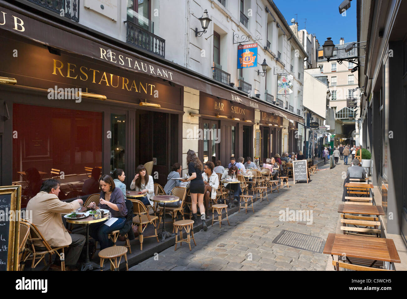 Sidewalk restaurant on the cour du commerce st andre off - Cuisine rue du commerce ...