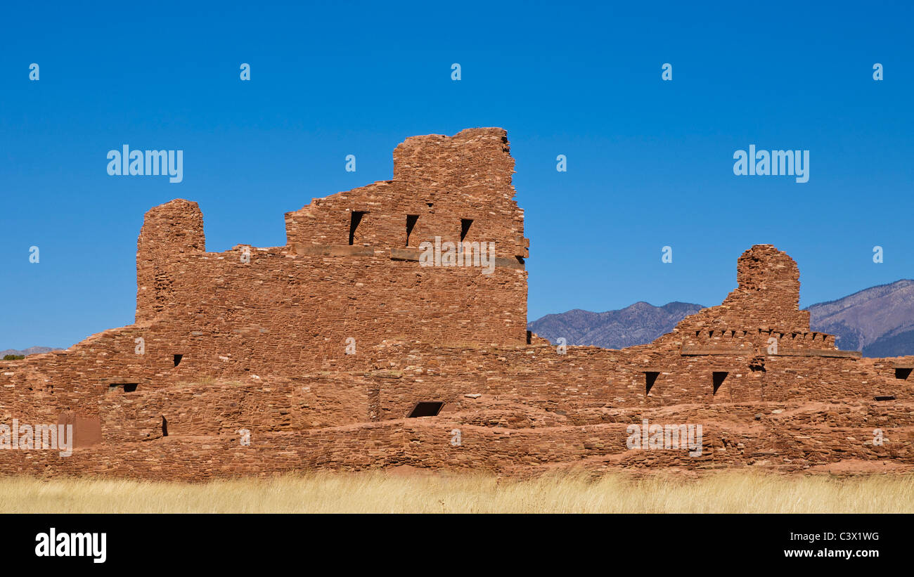 Adobe architecture southwest abo ruins salinas pueblo for Southwest architecture
