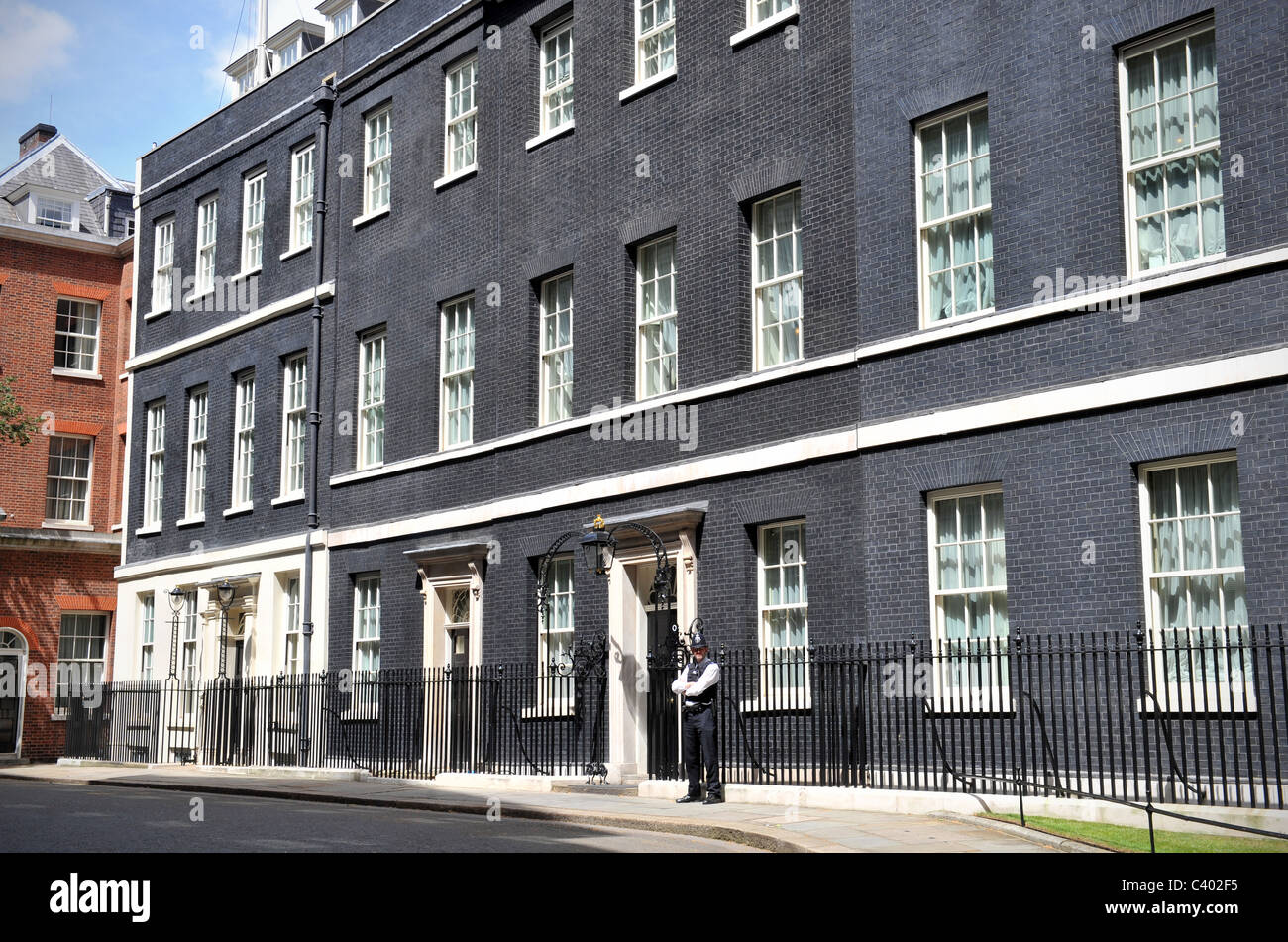 10 downing street in london the official residence of the prime stockfoto lizenzfreies bild. Black Bedroom Furniture Sets. Home Design Ideas