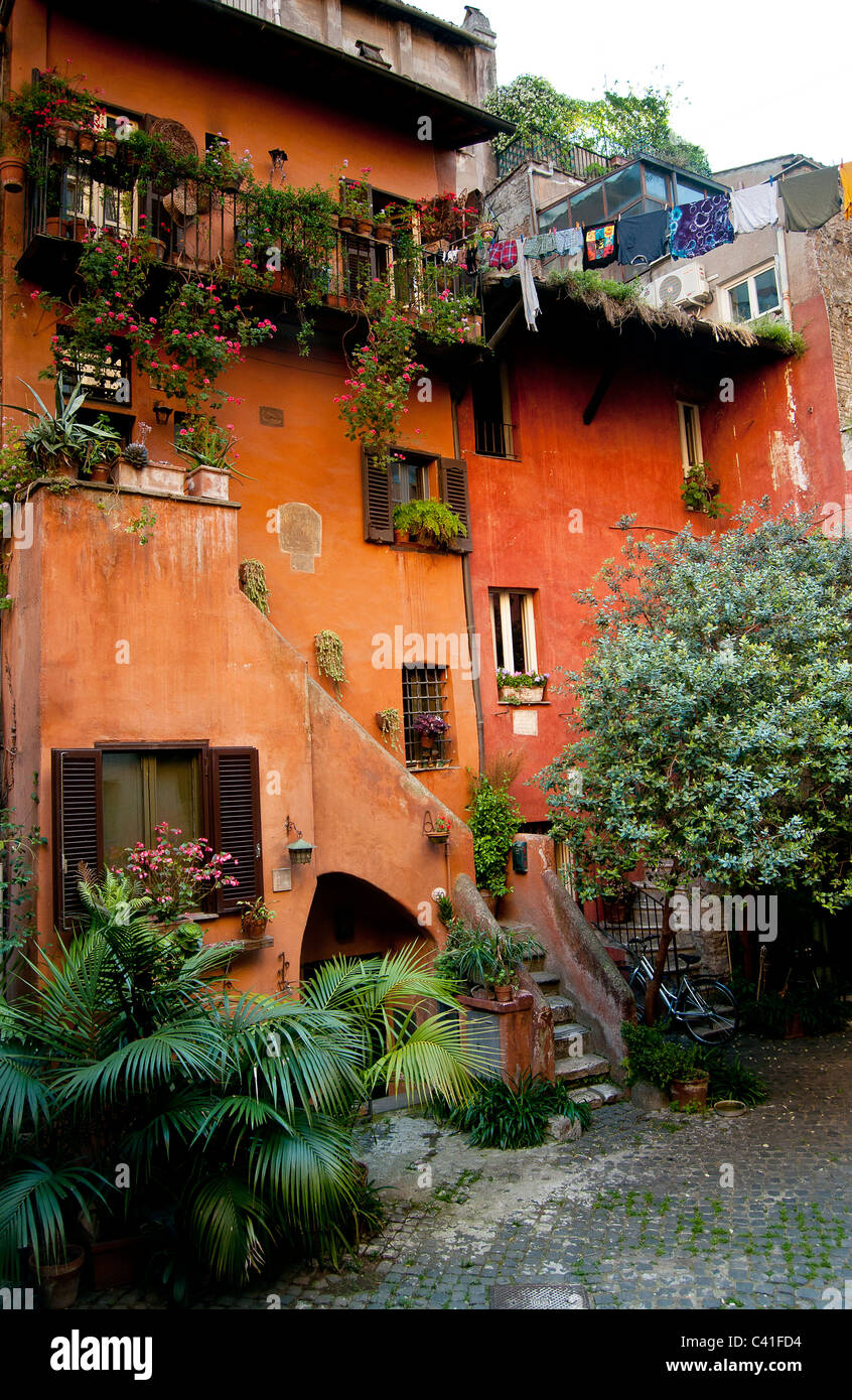 Astonishing Traditional Old Italian House Painted In Ochre Via Del Pellegrino Largest Home Design Picture Inspirations Pitcheantrous