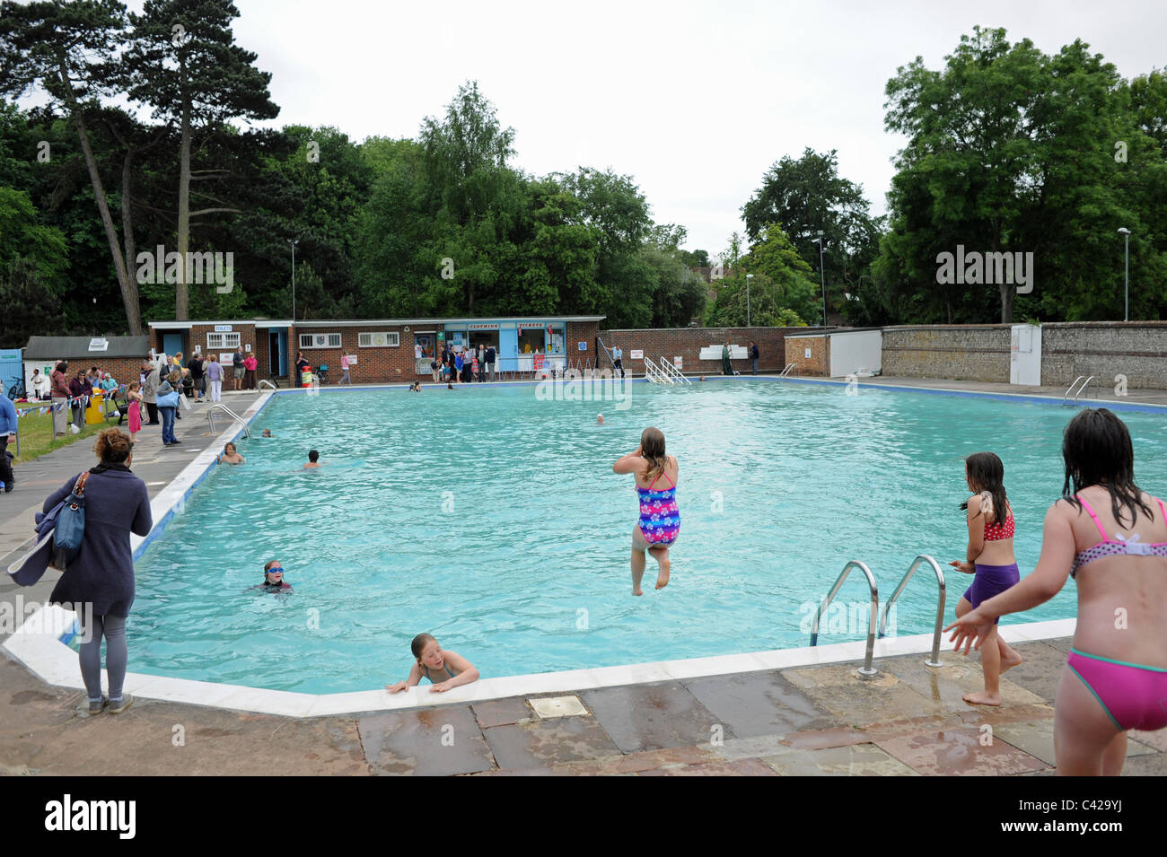 the pells outdoor swimming pool in lewes east sussex which. Black Bedroom Furniture Sets. Home Design Ideas