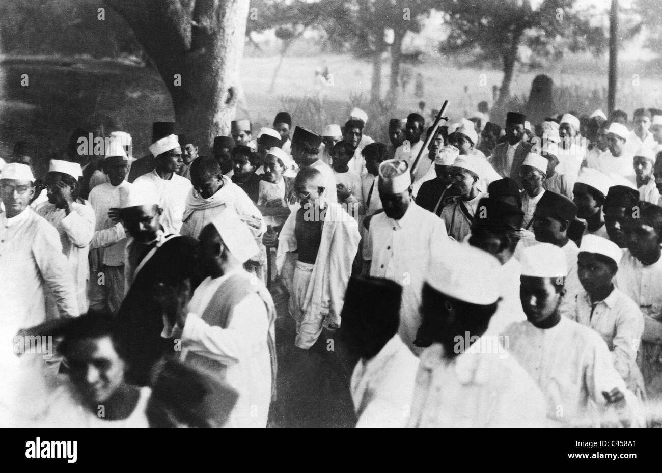ghandi salt march When the british empire controlled india, it used legislation like the salt tax to control the population learn how gandhi's non-violent salt march triggered a wave of protest leading to indian independence in this podcast from howstuffworkscom.