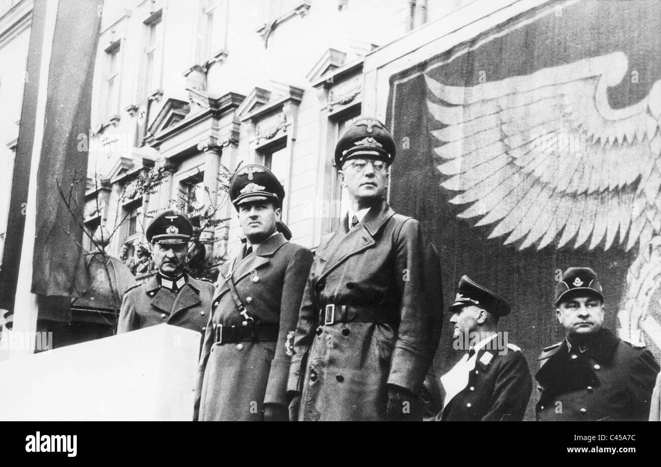 http://c8.alamy.com/comp/C45A7C/hans-frank-and-arthur-seyss-inquart-at-a-parade-in-krakow-1941-C45A7C.jpg