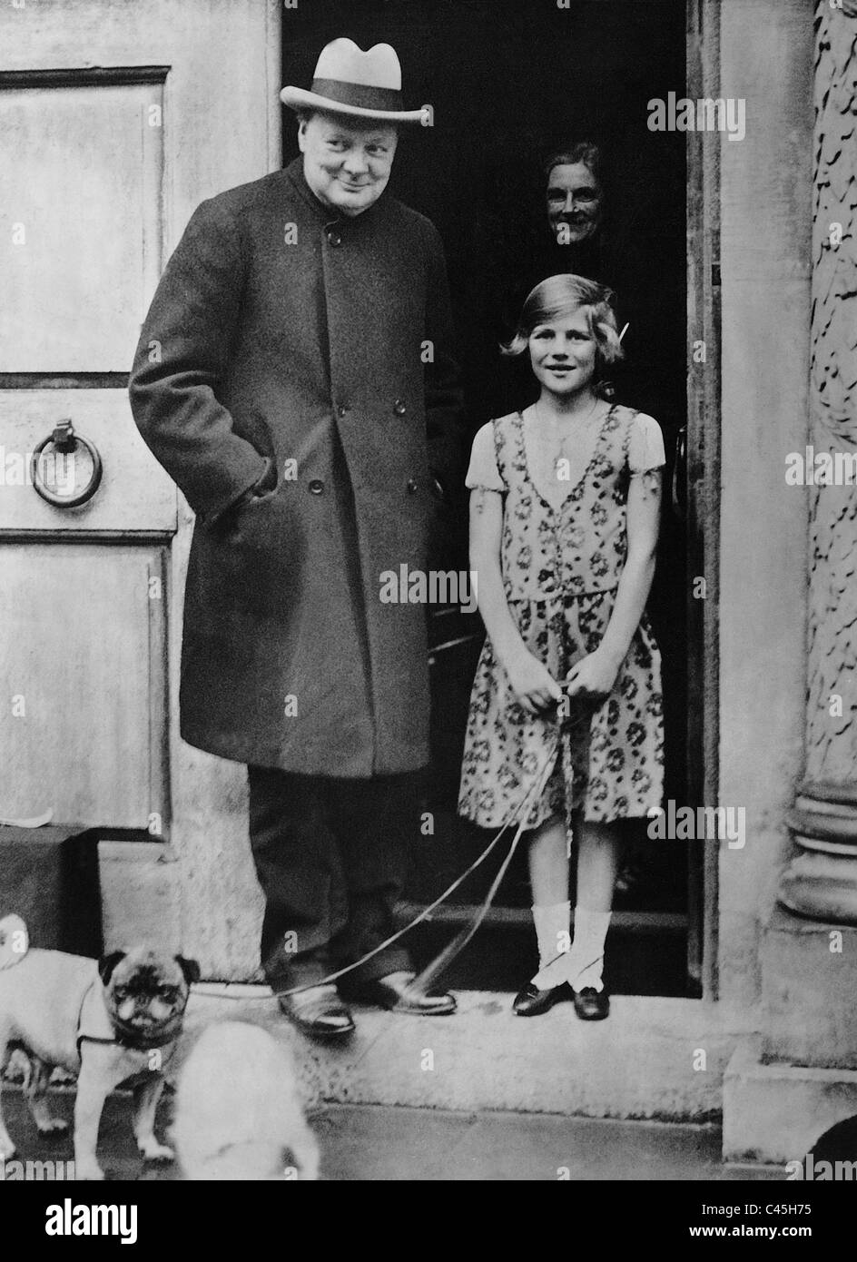 Winston Churchill with his daughter Mary, 1932 Stock Photo ...