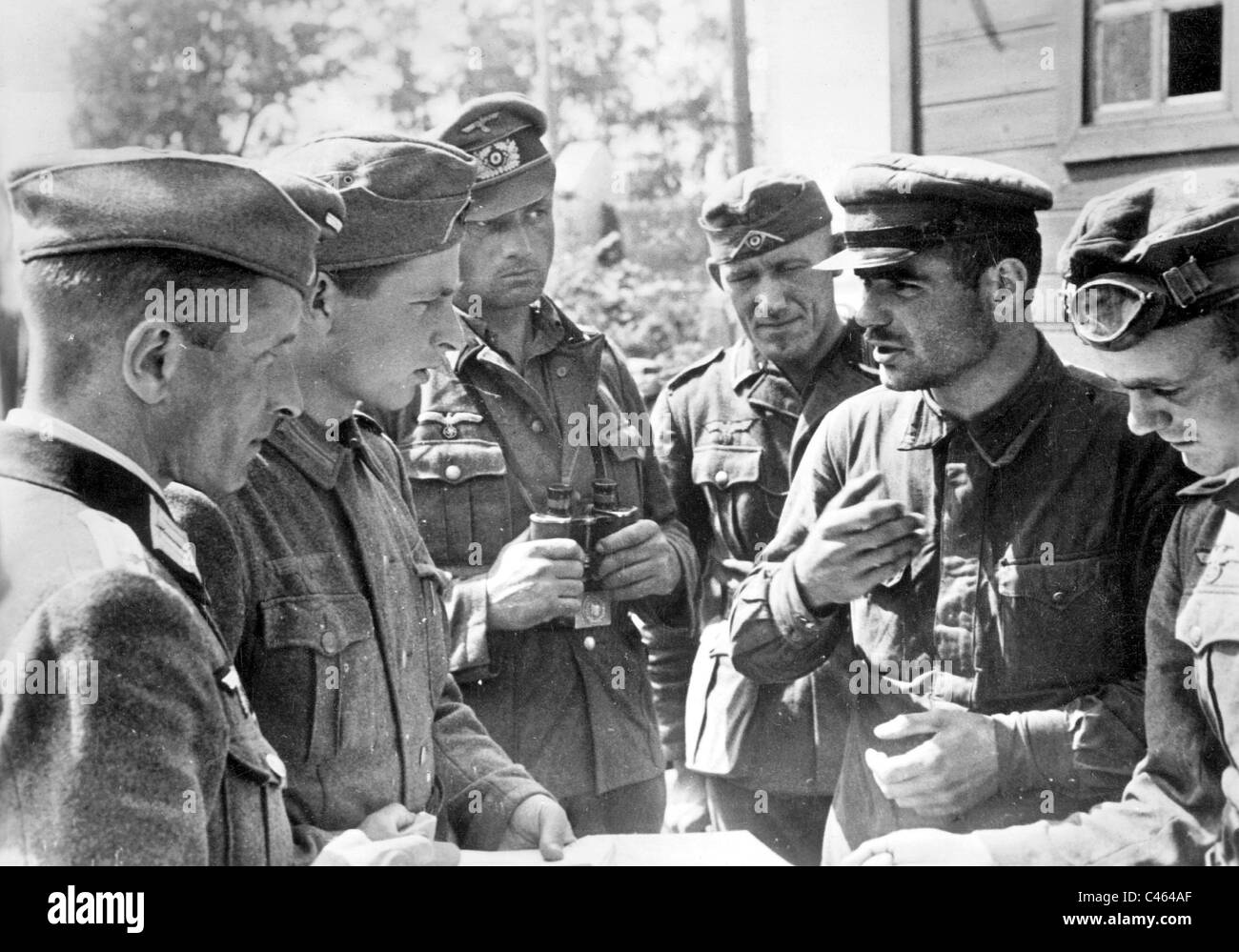 german soldiers interrogate a political commissar 1941