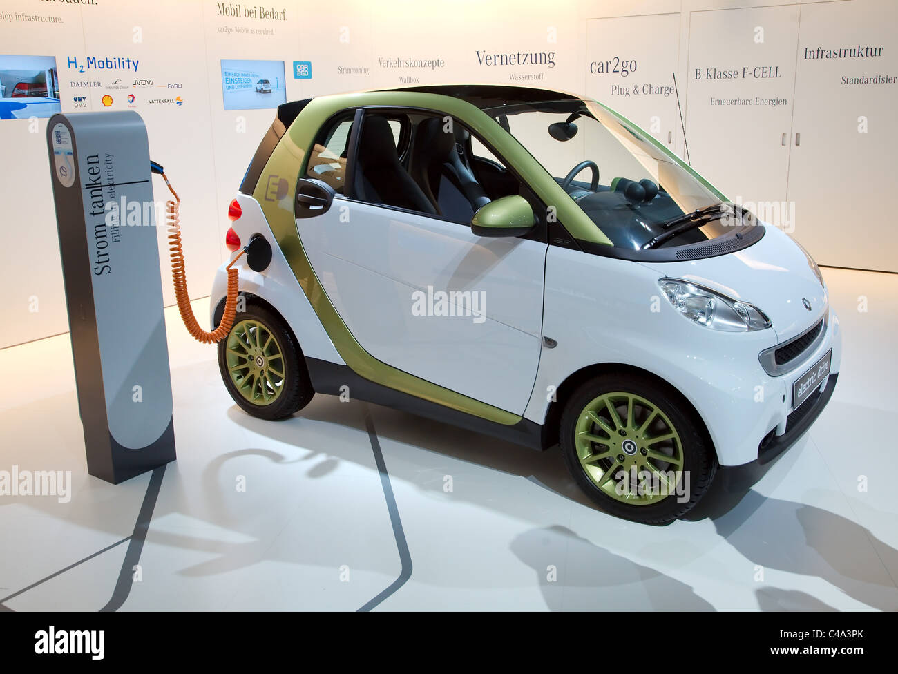 mercedes smart fortwo electric drive with battery charger leads or stock photo royalty free. Black Bedroom Furniture Sets. Home Design Ideas