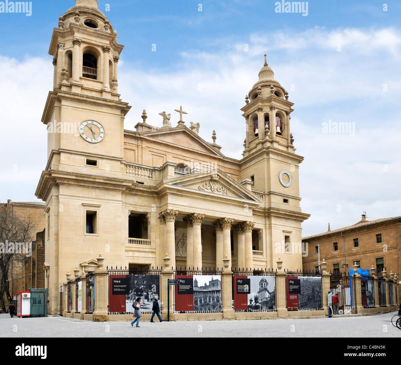 The Catedral de Santa Maria in the historic Old Town (Casco Viejo Stock Photo...