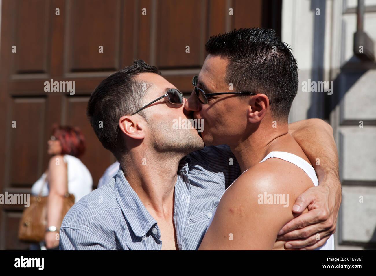 gay men masterbat