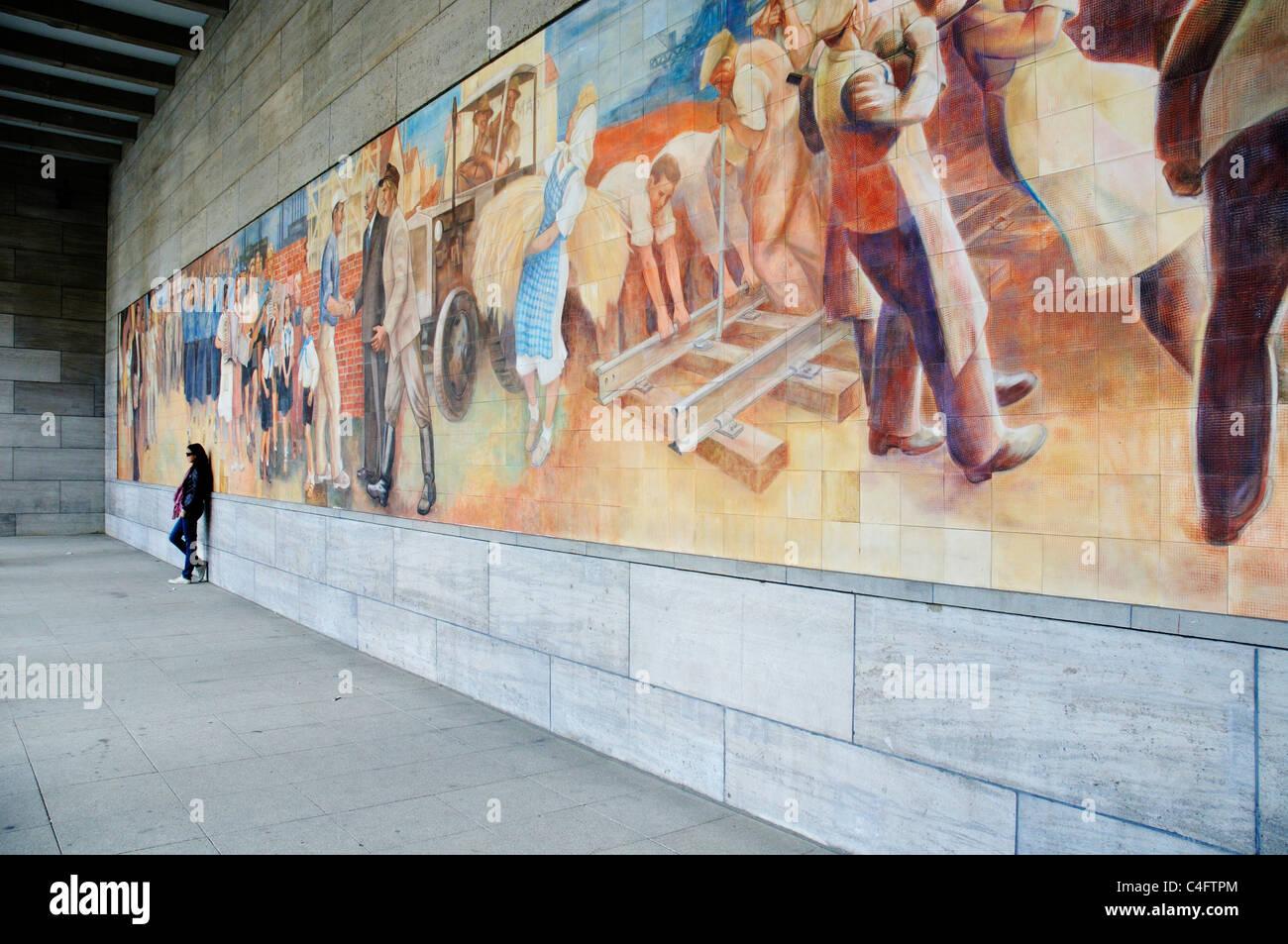 berlin wall mural stock photos u0026 berlin wall mural stock images