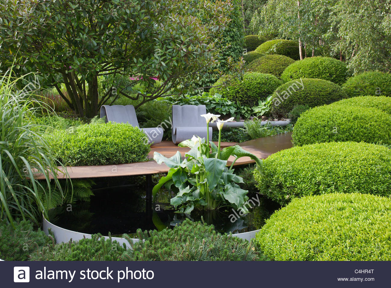 Beautiful Topiary Box Part - 7: ... A Lush Green Garden With Trees, Grasses, Clipped Box Topiary, Pool And  Seats
