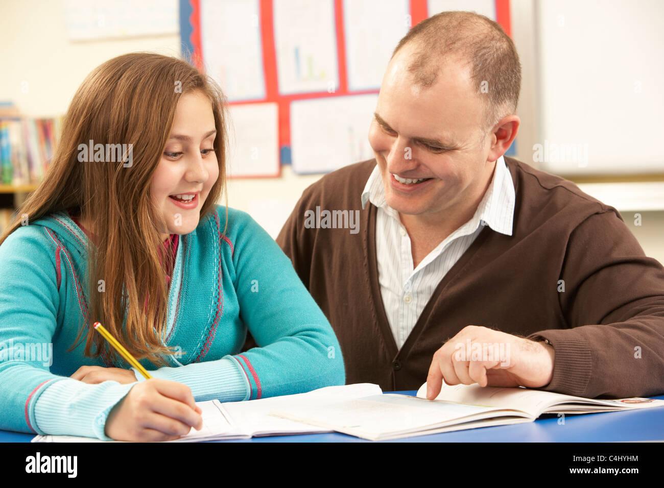Ученицу на парте учитель 6 фотография