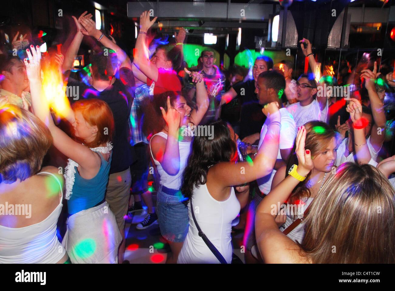 фото девушек в дискотеке
