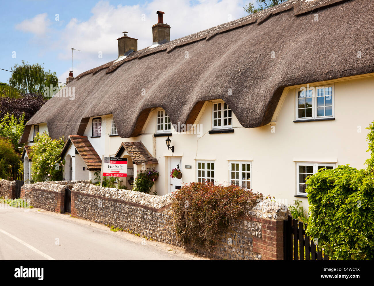 Thatched Cottage Uk Old English Semi Detached Terrace