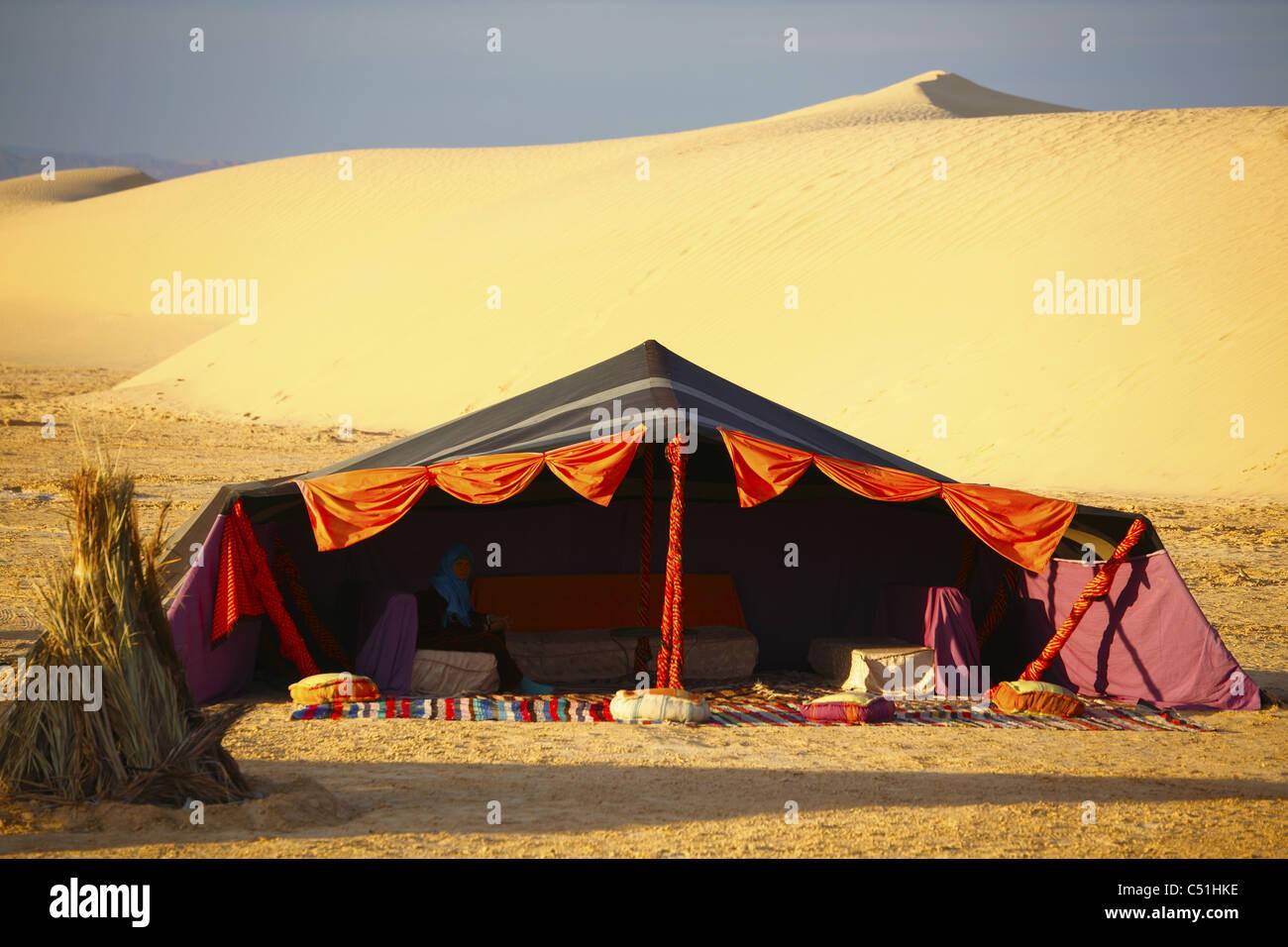Africa Tunisia Nefta Sahara Desert Ong El Djemel Berber Tents Berber Woman & Africa Tunisia Nefta Sahara Desert Ong El Djemel Berber Tents ...