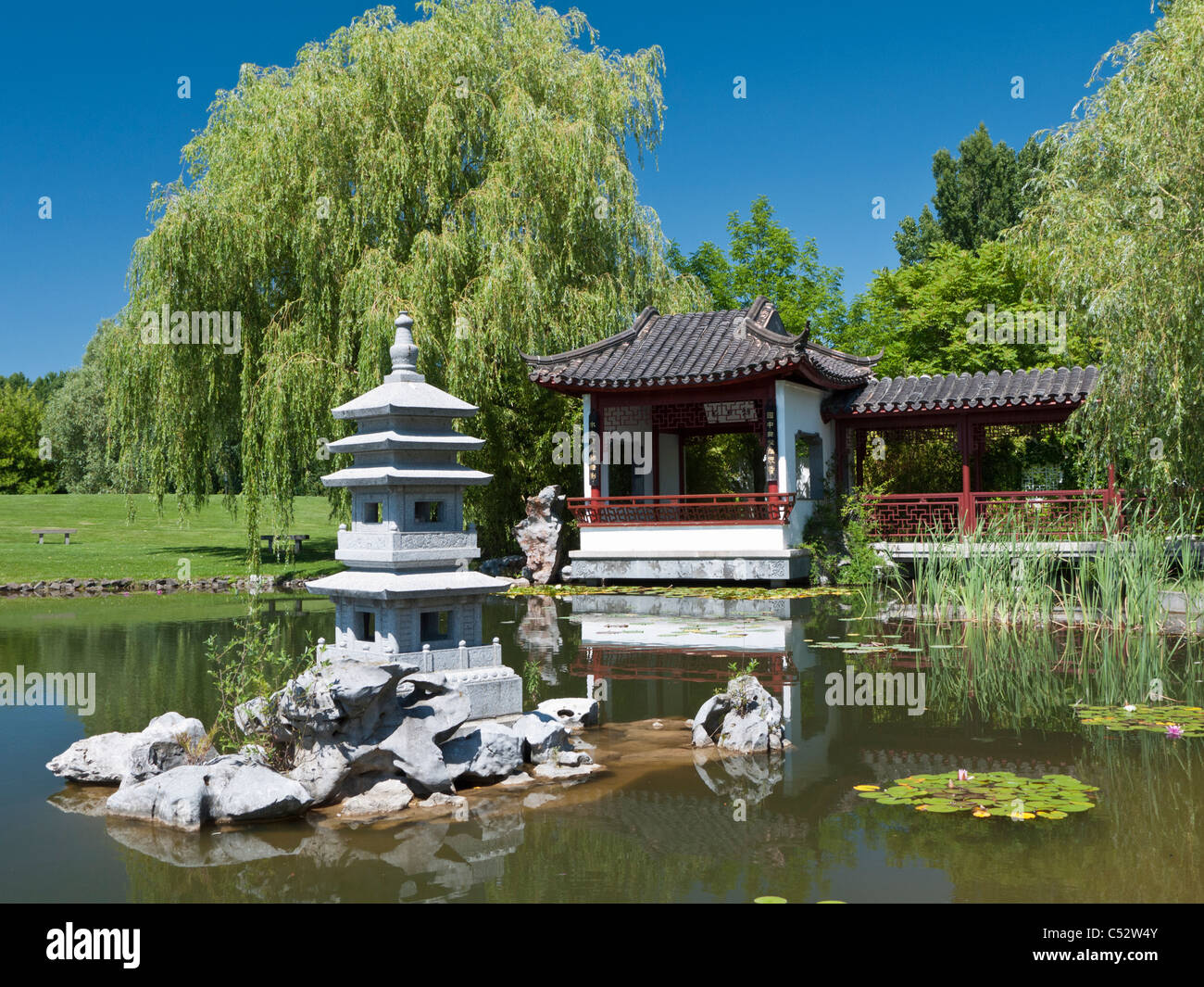 Garten berlin  The Tea Pavilion at the Chinese Garden at the Garten der Welt in ...