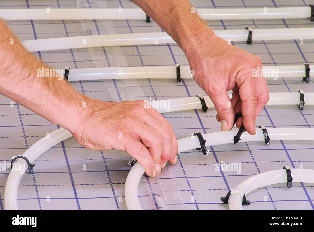 Verlegen Fußbodenheizung fussbodenheizung verlegen install slab heating 01 stock