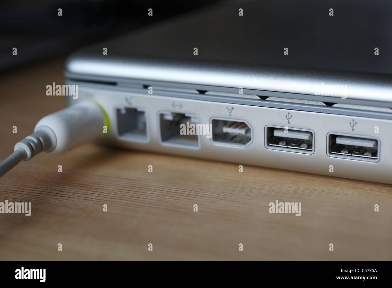 Apple PowerBook G4 Laptop USB 2.0 Ports, power adapter port Stock ...