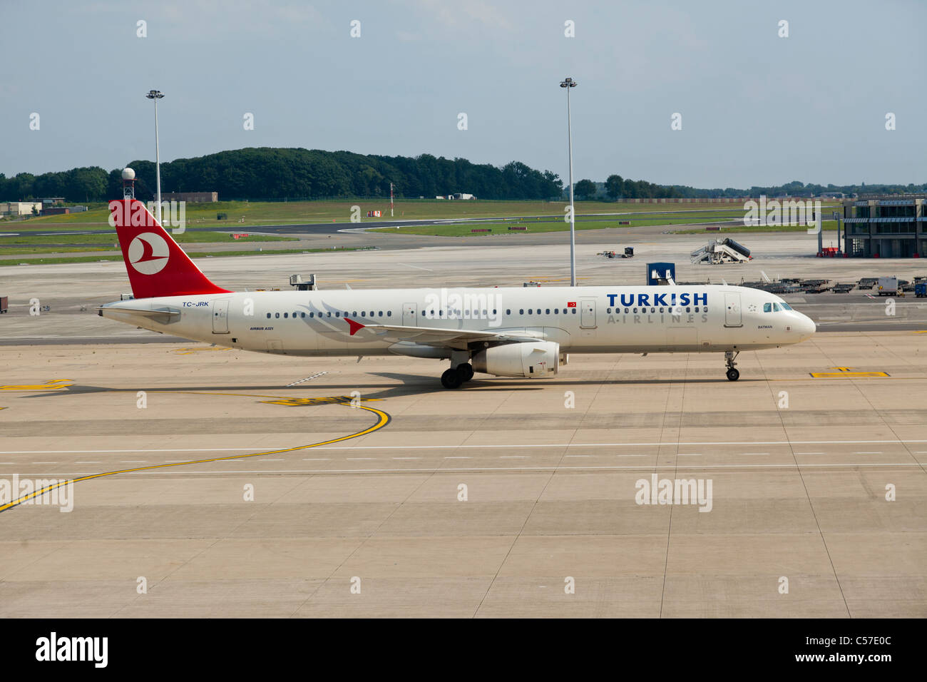 airbus a321 reg tc jrk belonging to turkish airlines at brussels stock photo royalty free. Black Bedroom Furniture Sets. Home Design Ideas