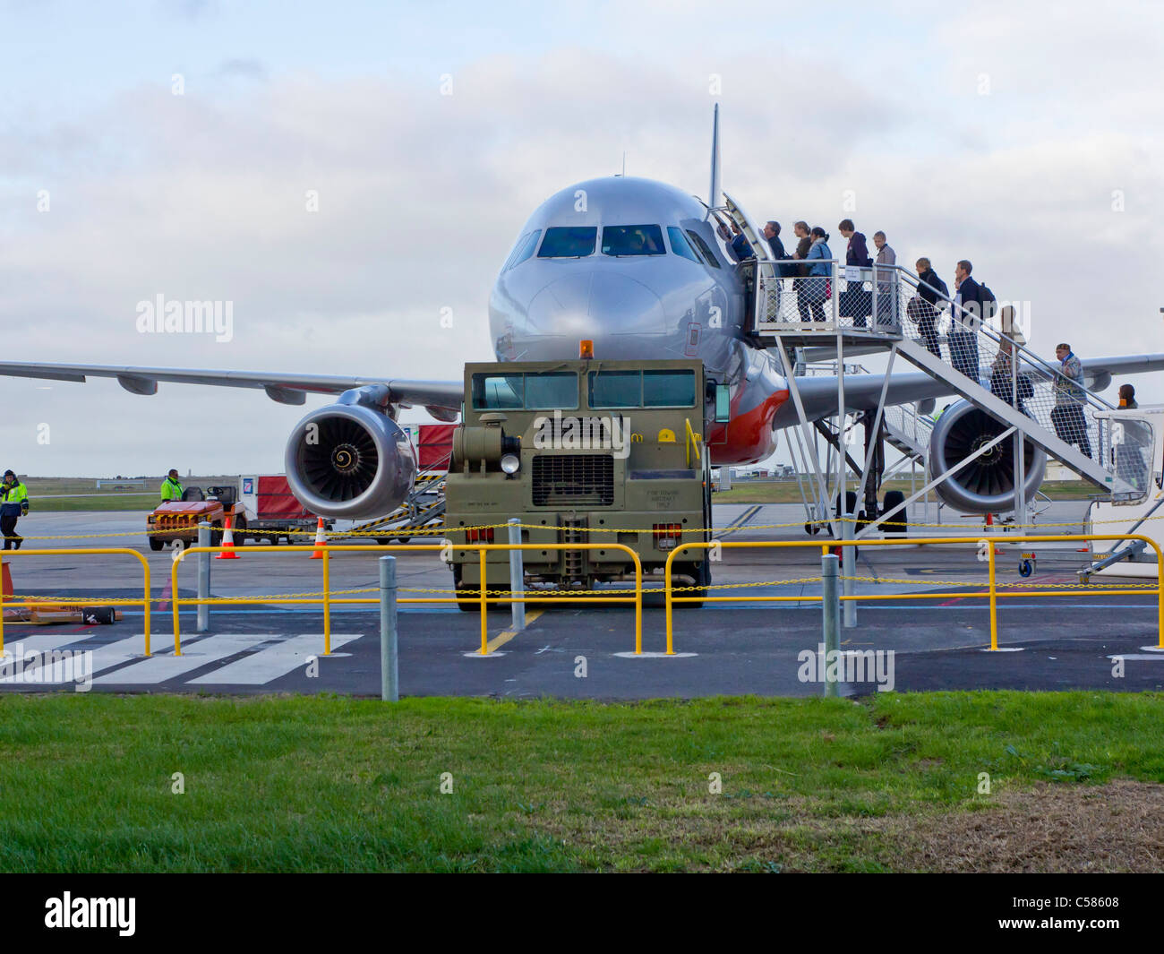 passengers boarding jetstar a320 aircraft avalon airfield. Black Bedroom Furniture Sets. Home Design Ideas