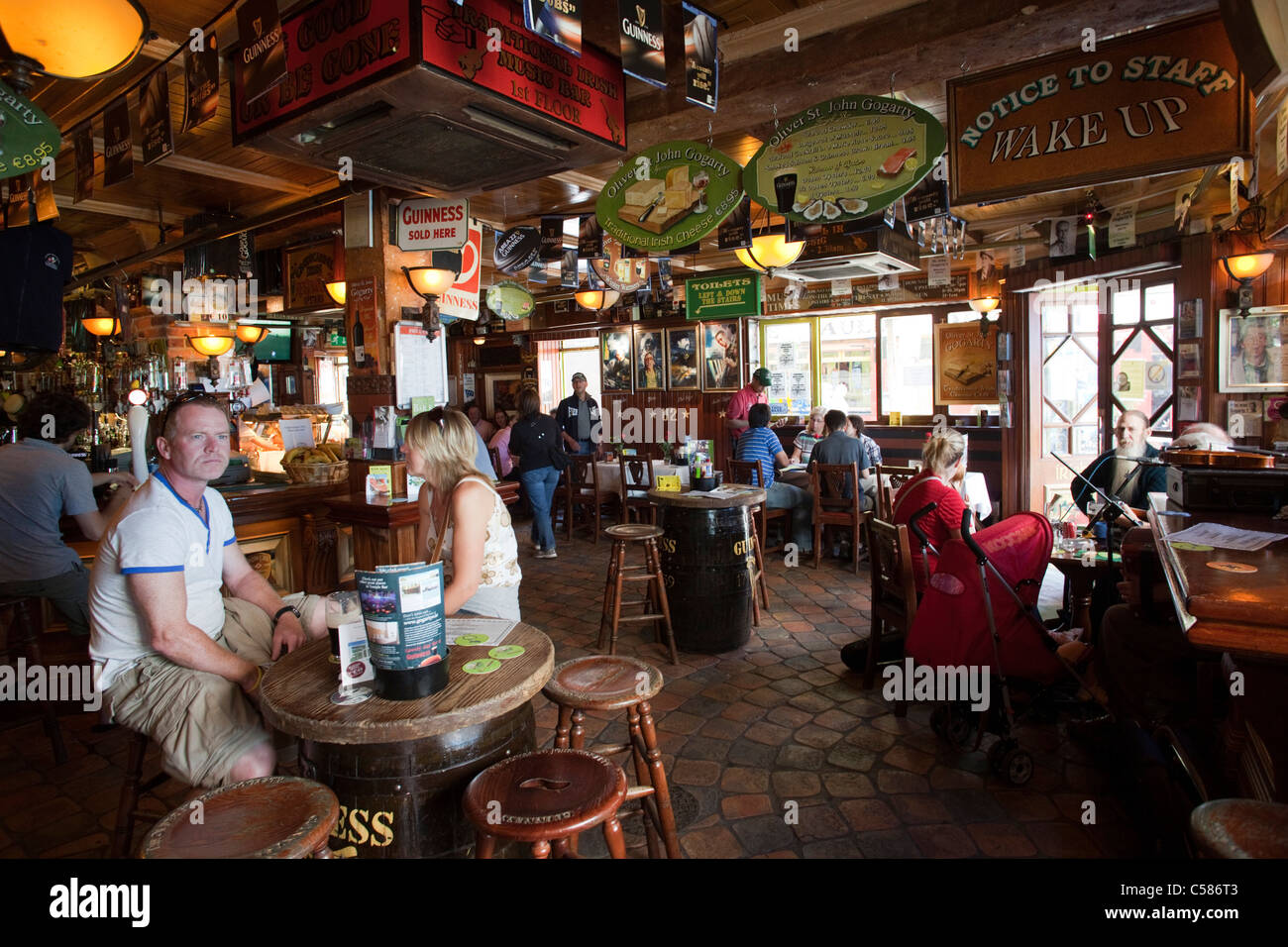 republic of ireland ireland dublin temple bar pub pubs irish stock photo royalty free. Black Bedroom Furniture Sets. Home Design Ideas