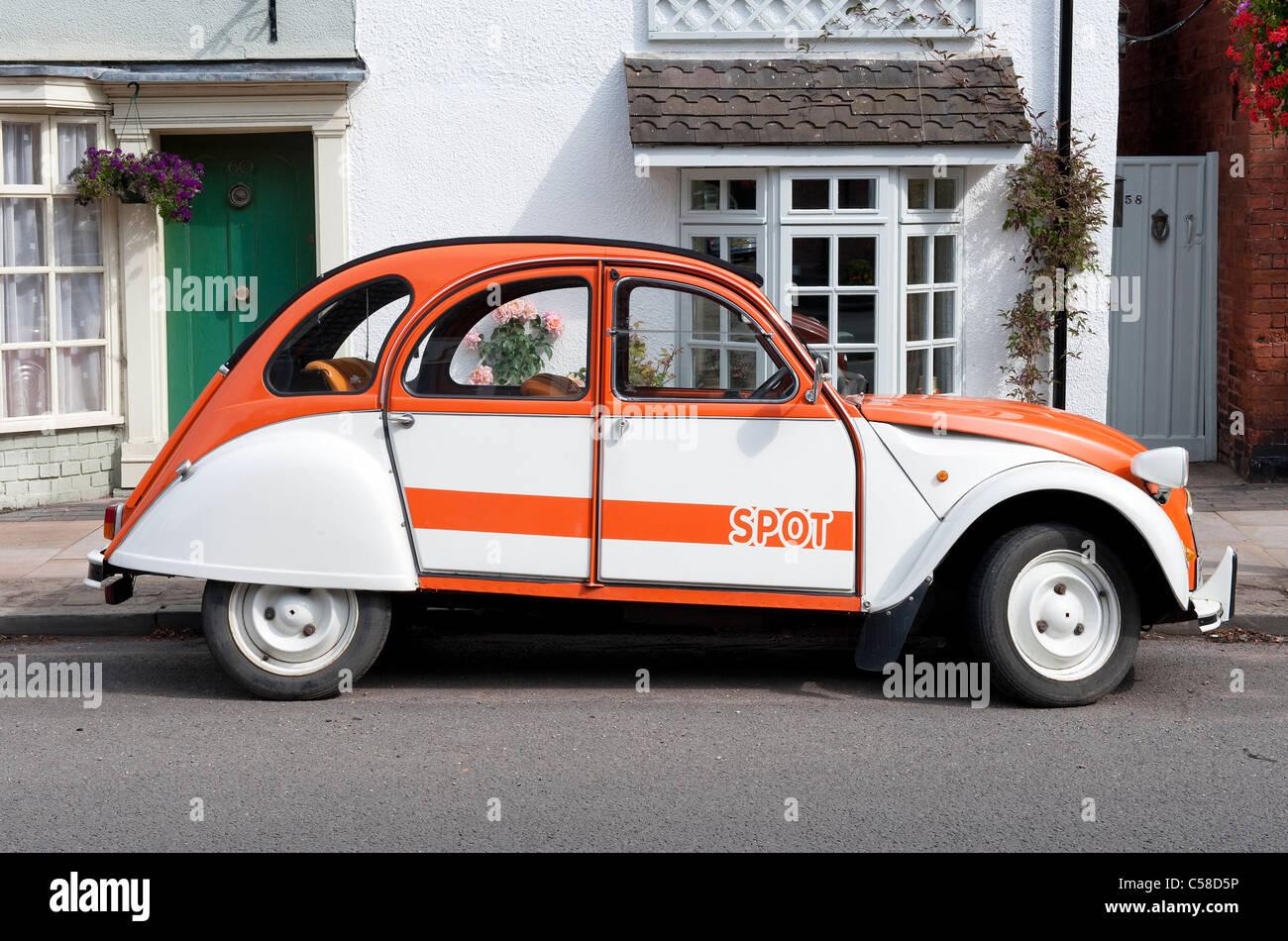 citroen 2cv french iconic retro style car Stock Photo: 37679986 - Alamy