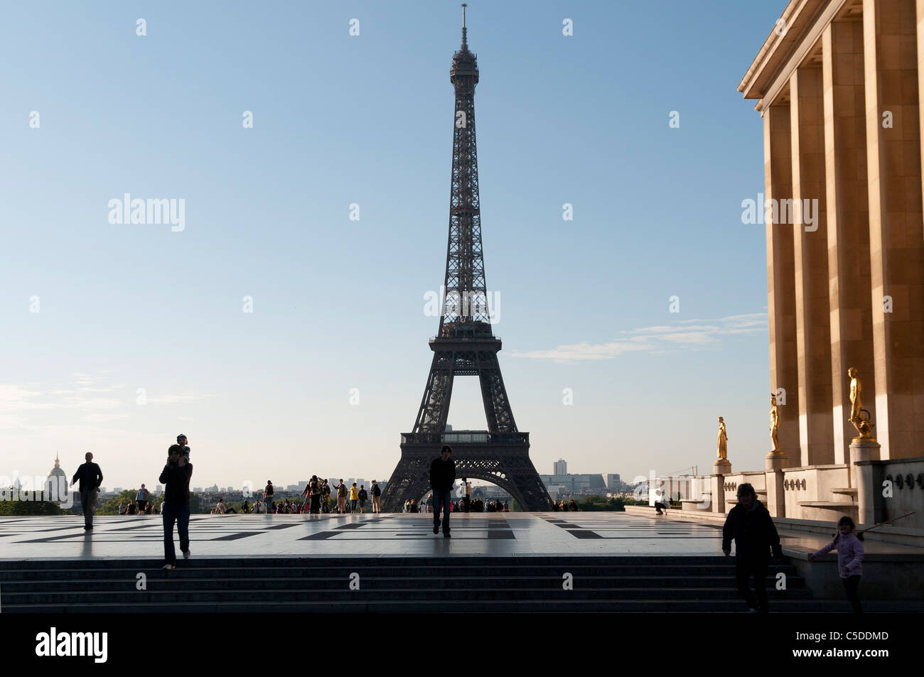 palais du trocad ro et la tour eiffel trocadero palace and eiffel stock photo royalty free. Black Bedroom Furniture Sets. Home Design Ideas