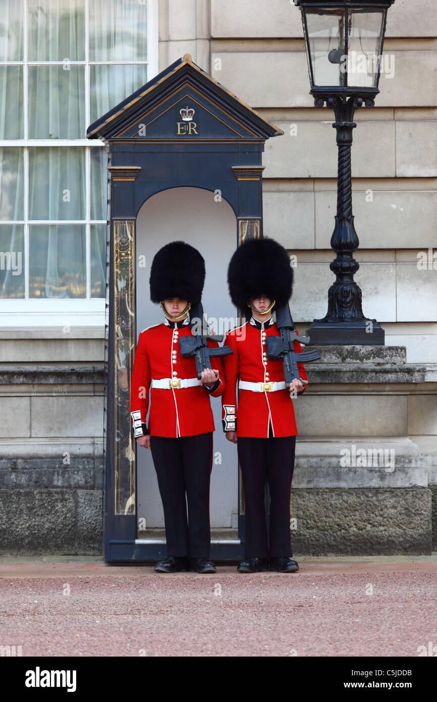England buckingham palace guards