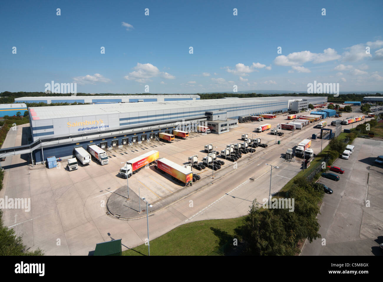 White apron sainsburys - Sainsbury S Distribution Centre Haydock Stock Image