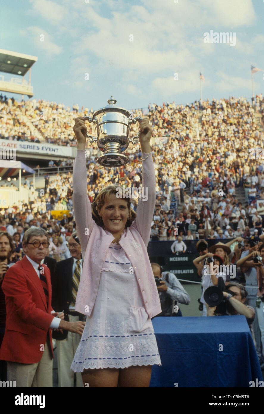 Tracy Austin USA holding her winner s trophy at the 1979 US Open