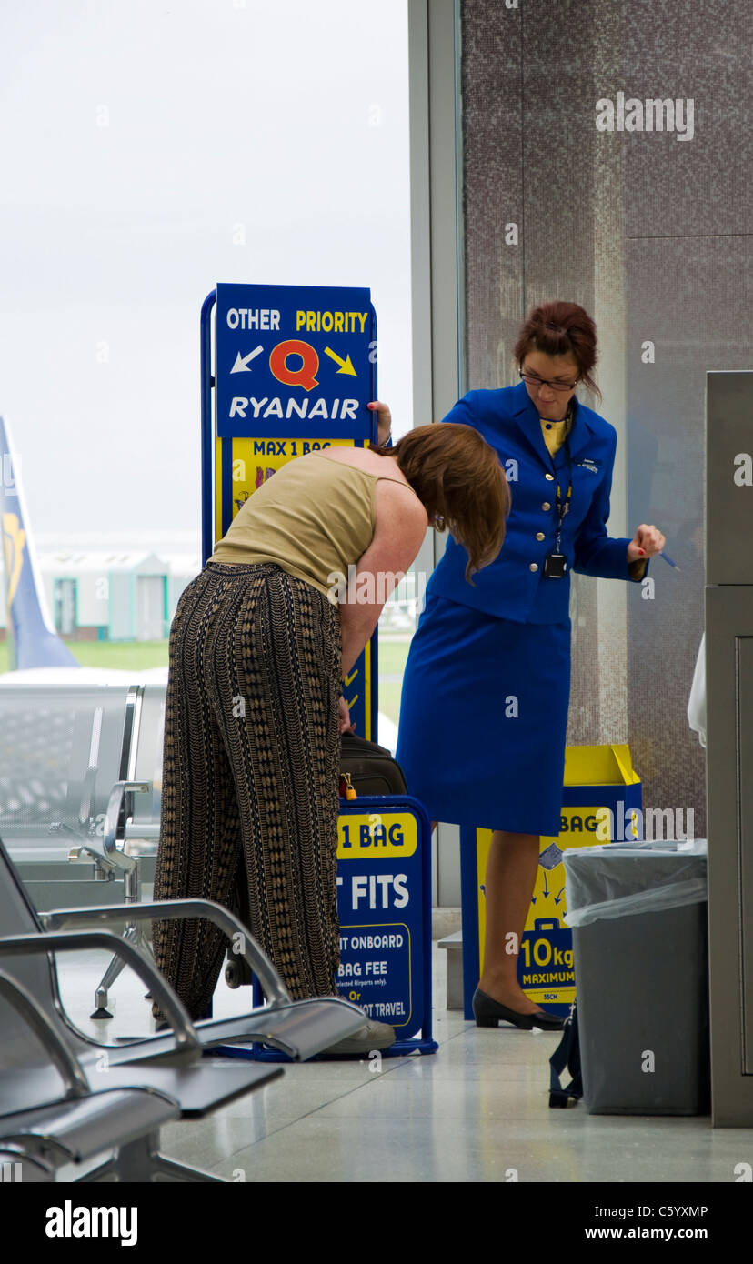 Woman passenger is forced to check size of hand luggage at ...