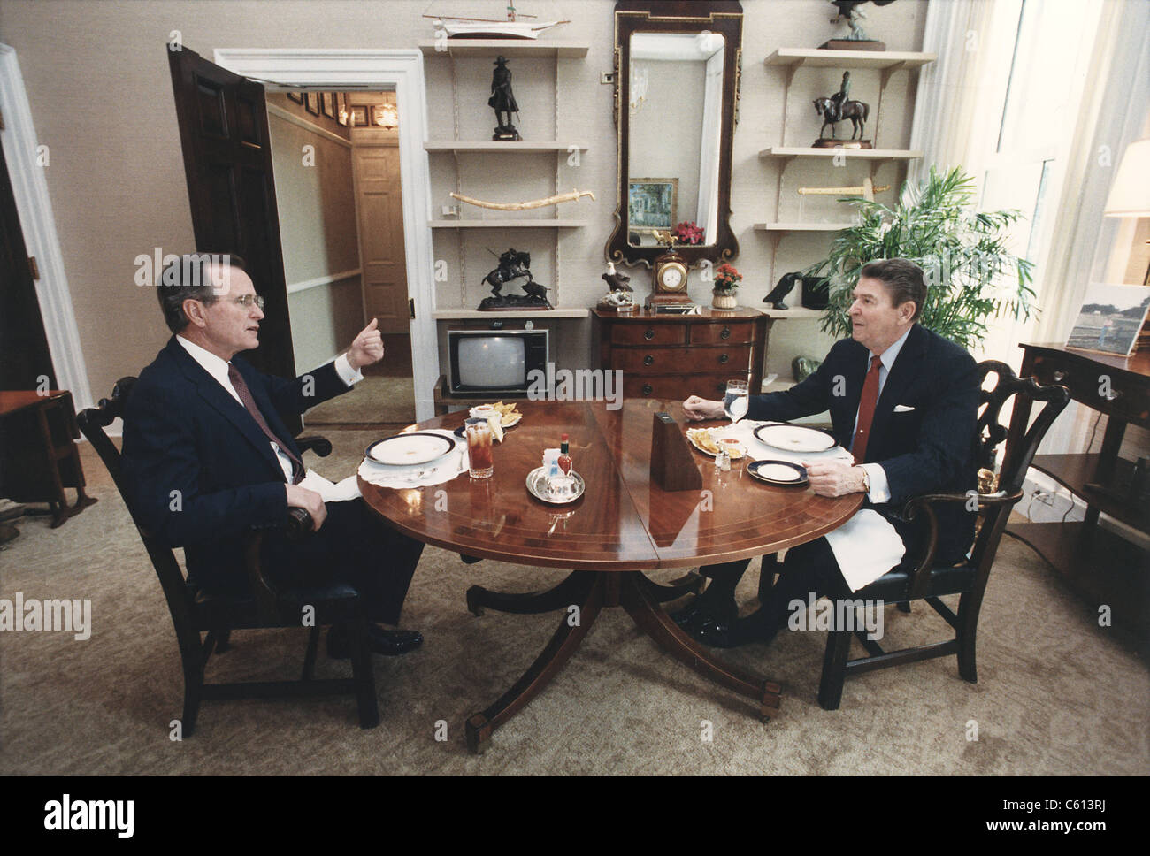 reagan oval office. President Reagan And Vice-President Bush Eating Lunch In The Oval Office Study.