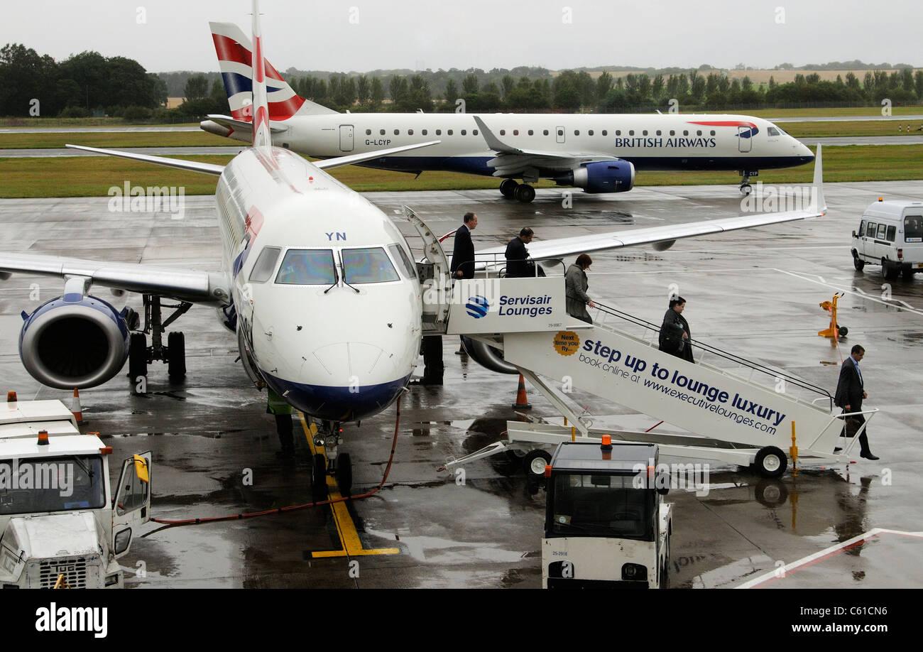 White apron edinburgh - Ba Cityflyer Embraer Aircraft On The Apron At Edinburgh Airport Scotland Passengers Disembarking British Airways
