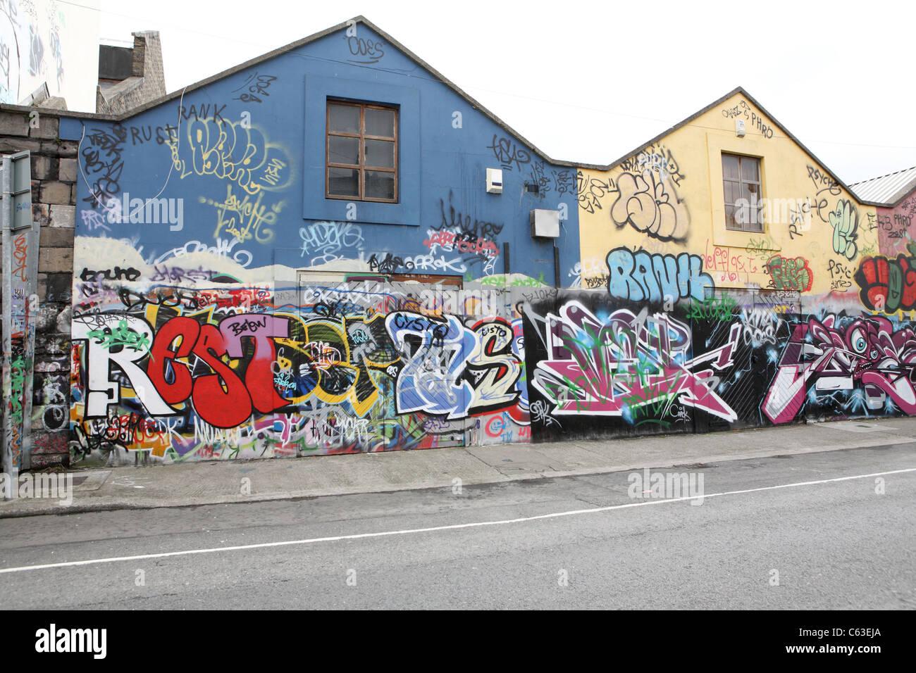 Graffiti wall dublin - Graffiti In Windmill Lane Dublin