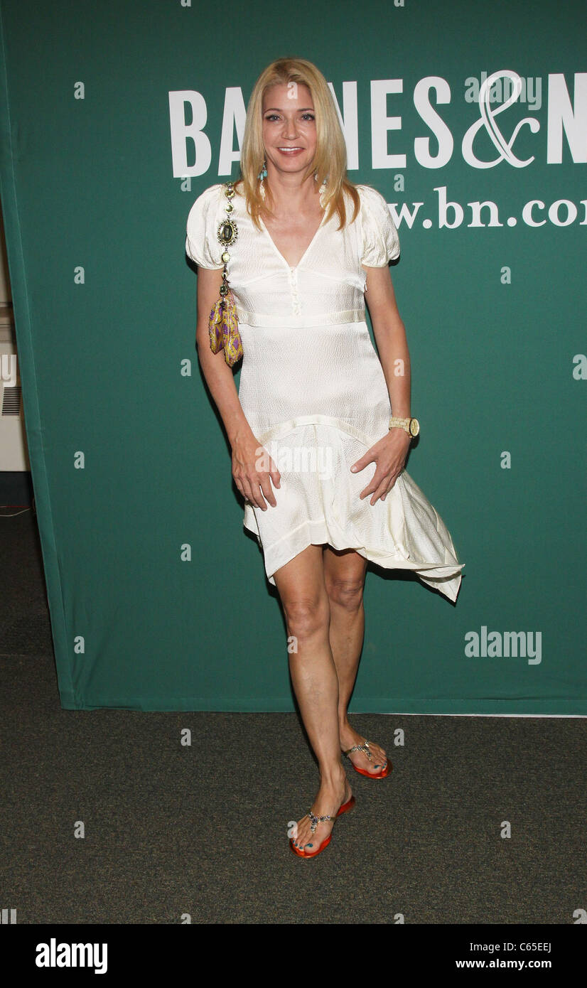 Candace Bushnell Candace Bushnell At In Store Appearance For Imperial Bedrooms Book