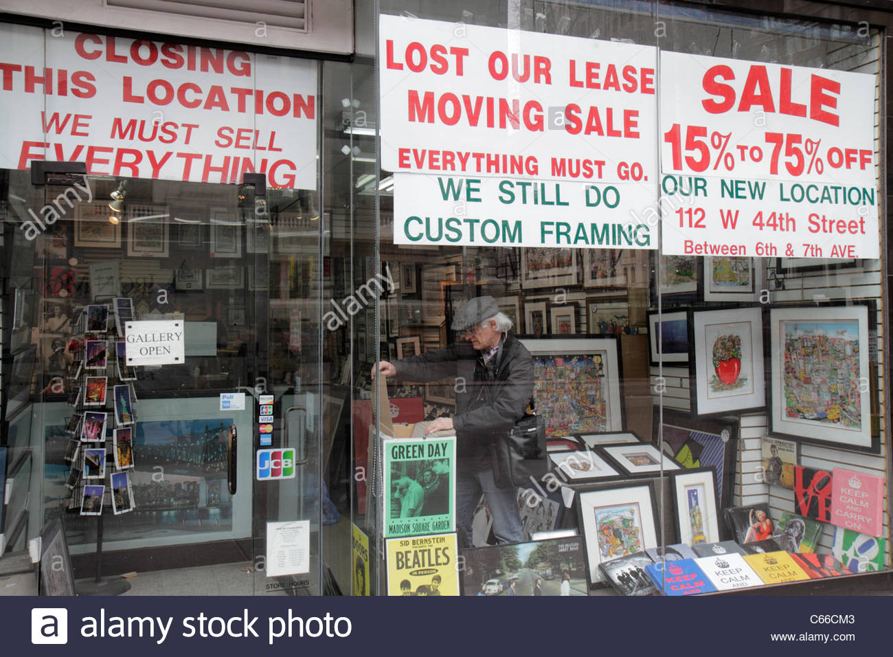 manhattan new york city nyc ny midtown 42nd street framing store business storefront sign closing for