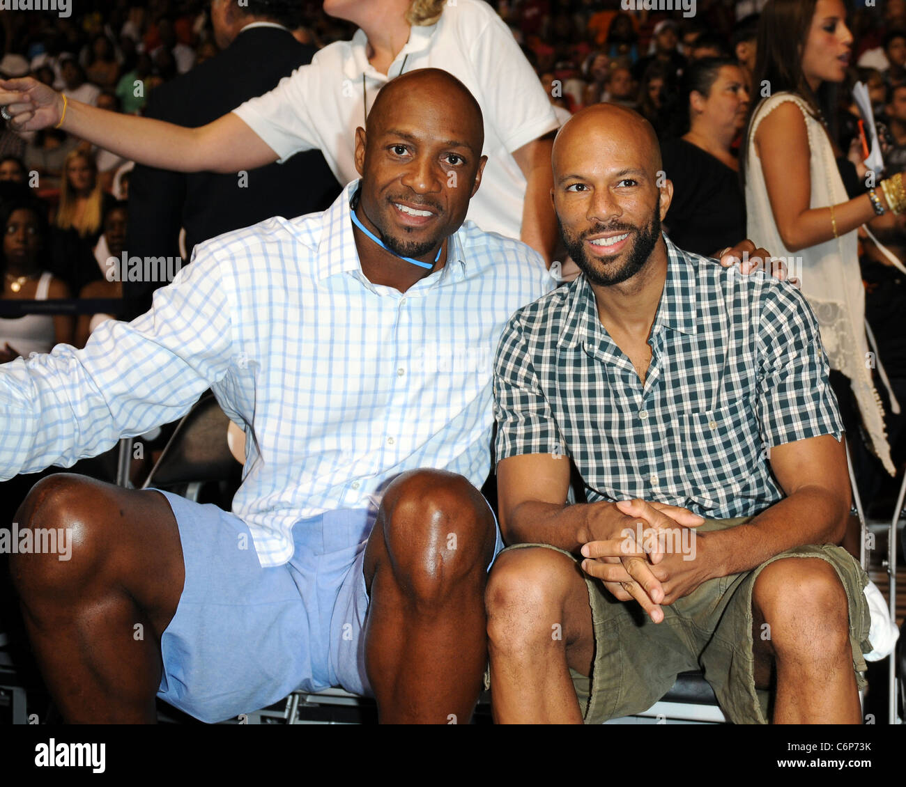 Alonzo Mourning and mon appear at the Zo s Summer Groove