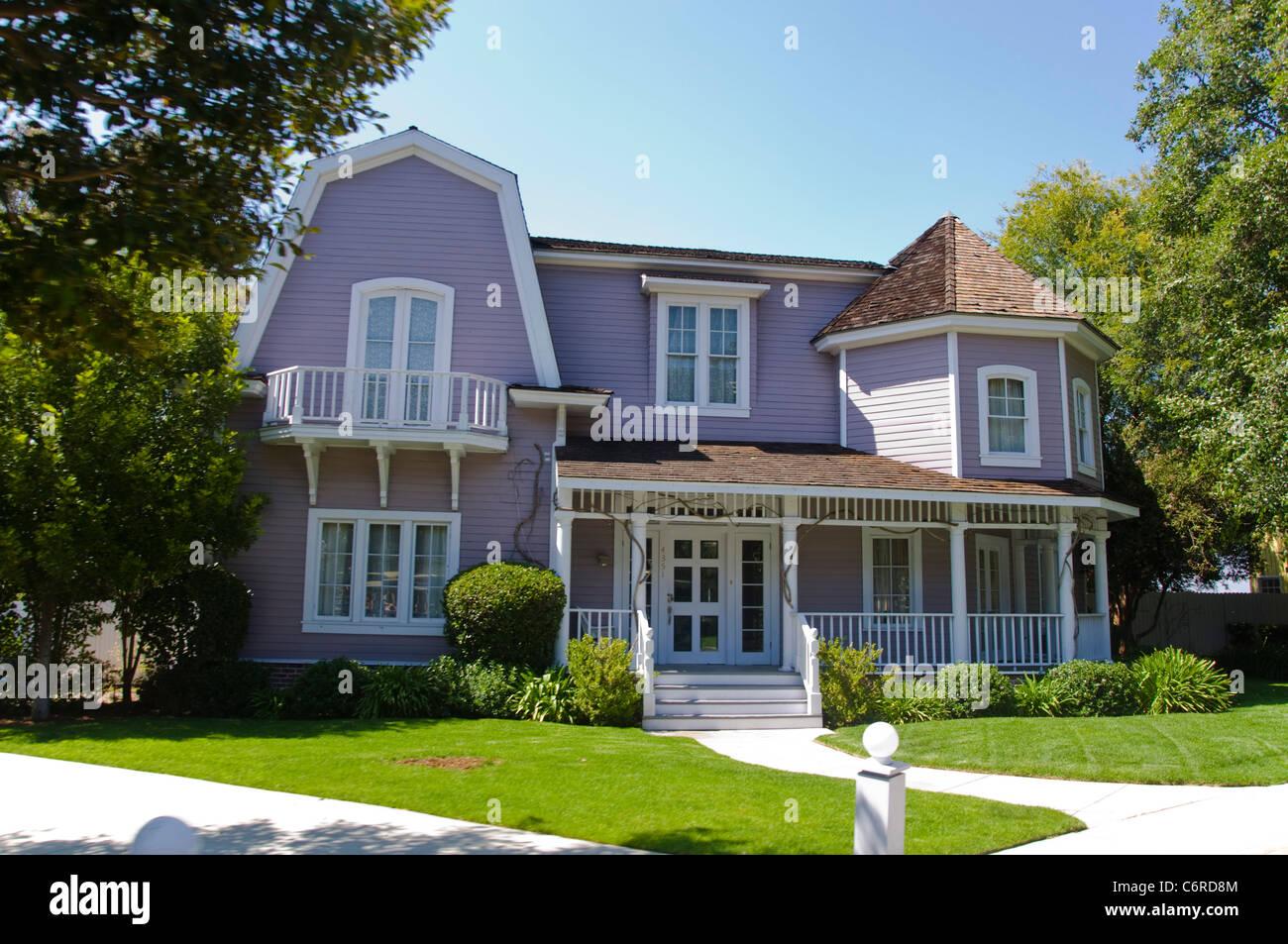 desperate house wives wisteria lane universal studios. Black Bedroom Furniture Sets. Home Design Ideas