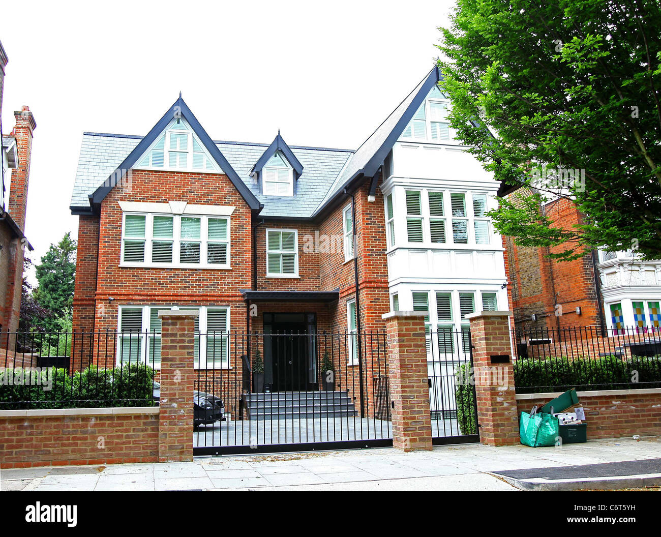 Declan donnelly recently completed house london england for Donnelly house