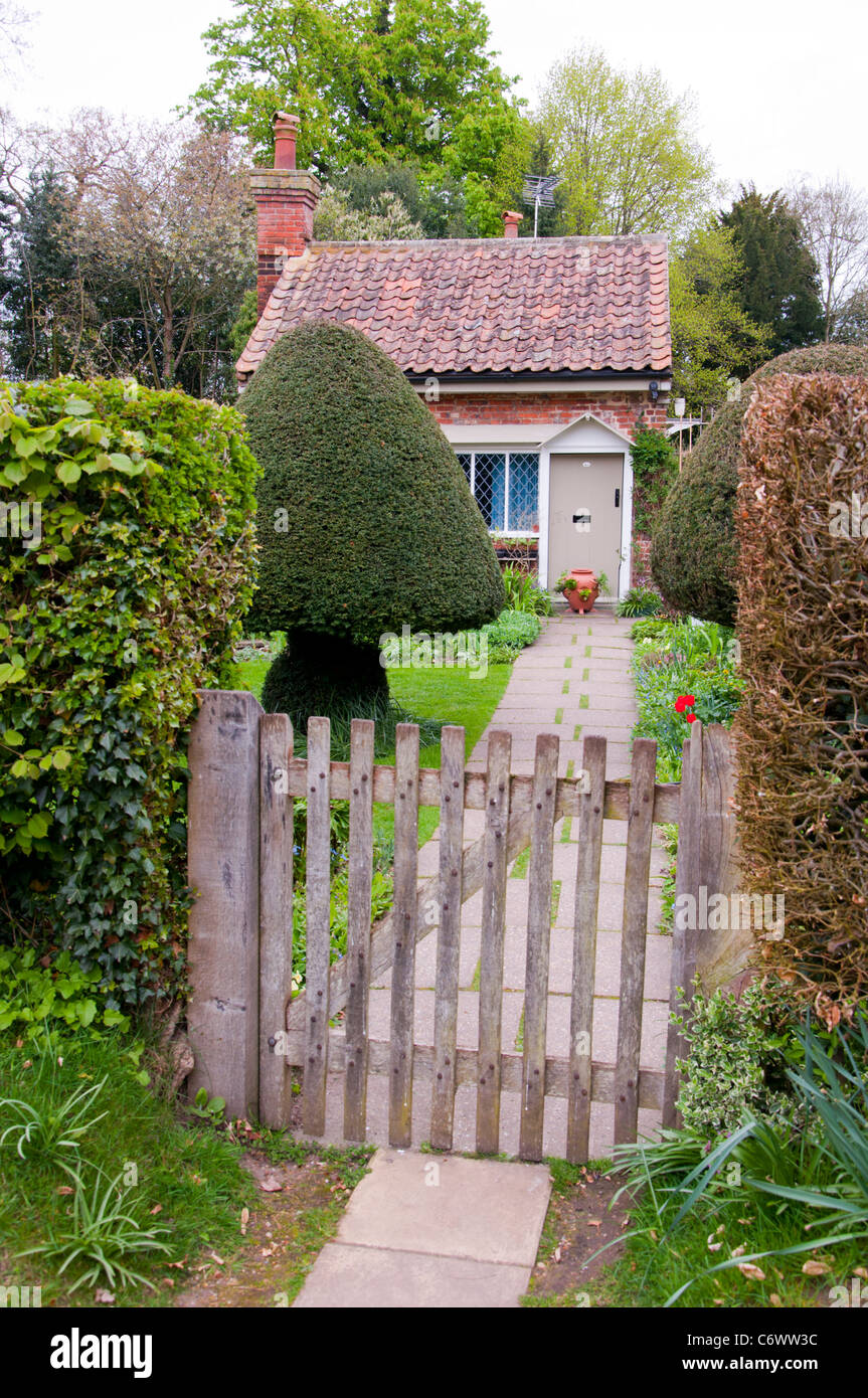 Country cottage garden - English Country Cottage Garden Gate And Path