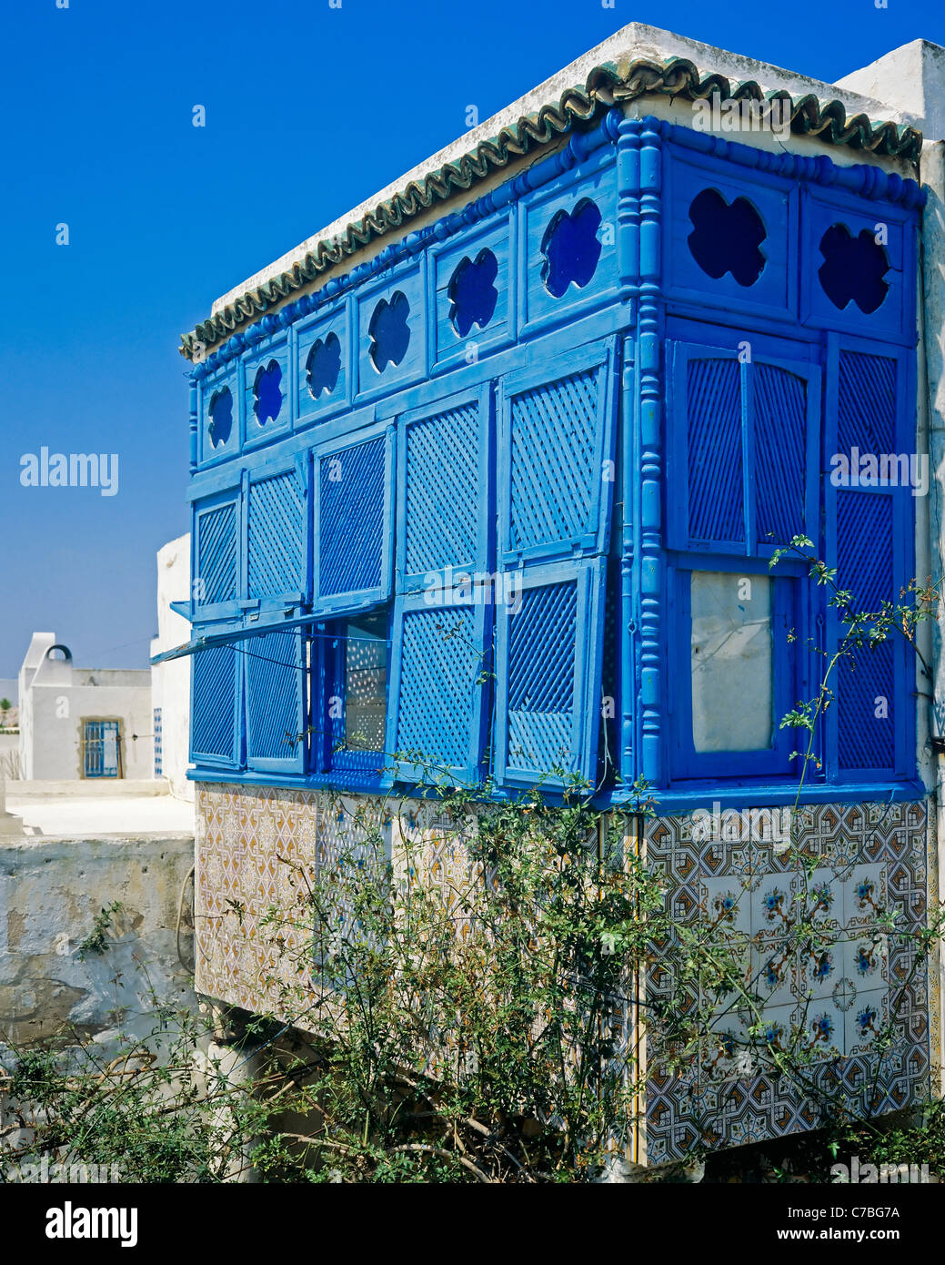 traditional blue moucharabieh window sidi bou said. Black Bedroom Furniture Sets. Home Design Ideas