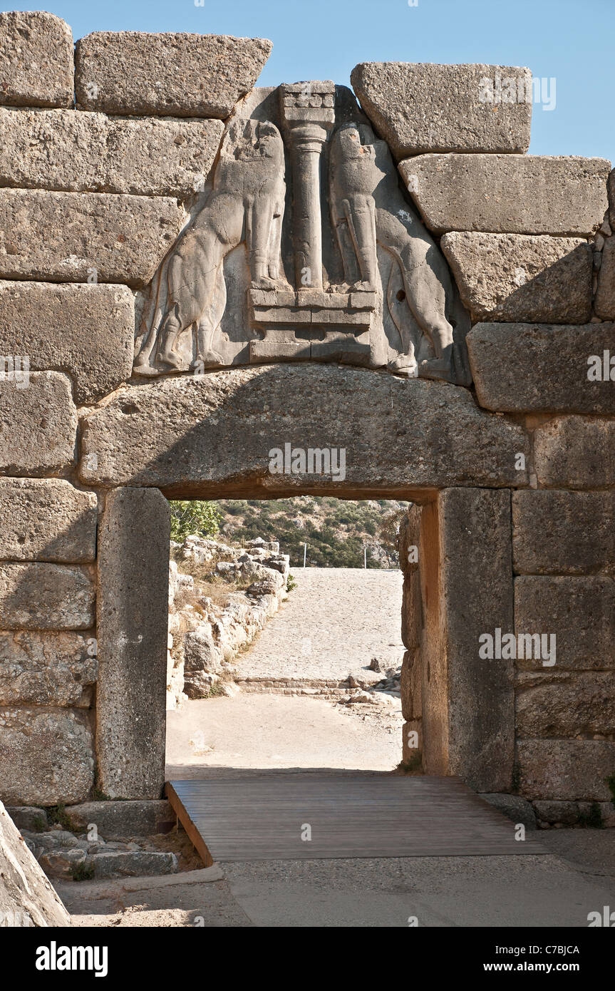 the lion gate What exactly is the aquarius gate, you might ask well, i am sure that you are all familiar with the lion's gate (8/8) which falls in early august in the sign of leo.