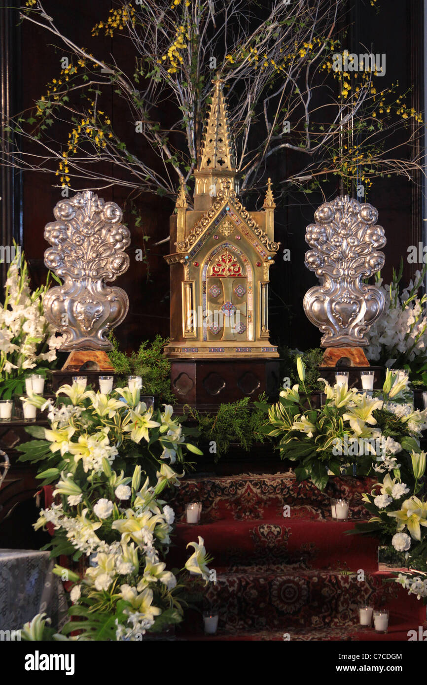 Catholic church altar with flowers decorations during holy for Catholic decorations home