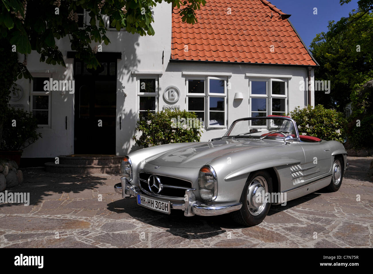Mercedes Benz 300 SL Cabriolet vintage car, altered registration ...