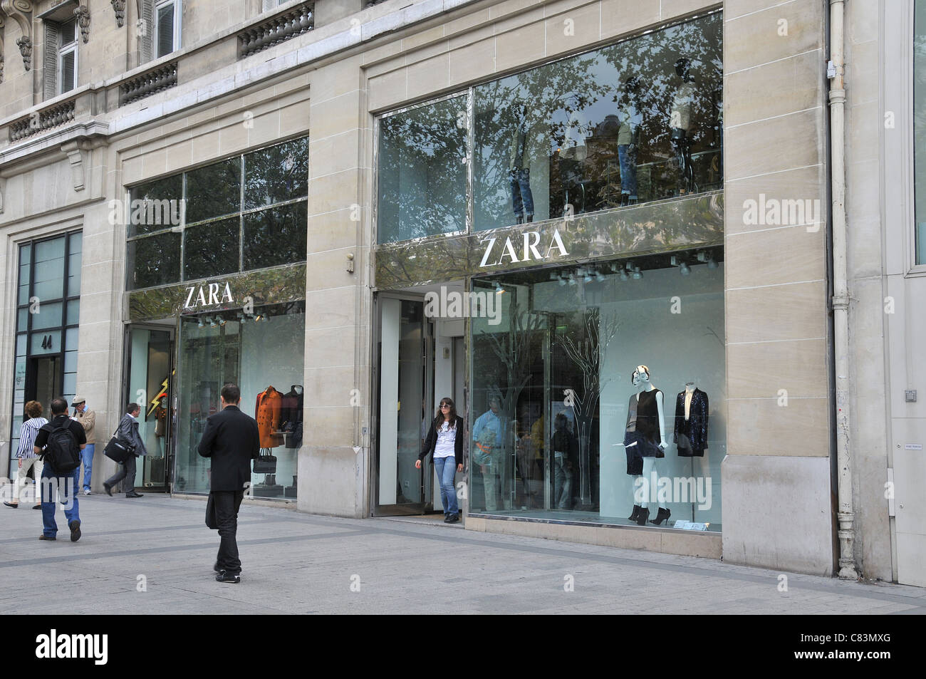 zara boutique paris france stock photo royalty free image 39420264 alamy. Black Bedroom Furniture Sets. Home Design Ideas