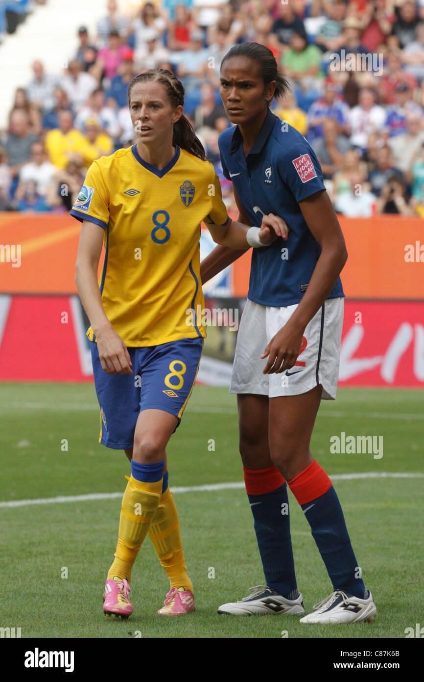 Wendy renard interview - Lotta Schelin Of Sweden L And Wendie Renard Of France R Wait
