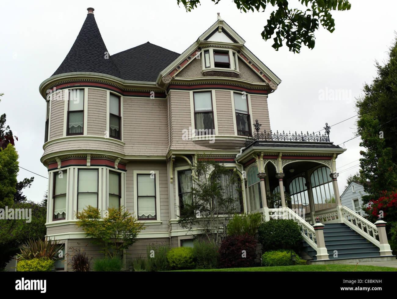 Victorian home architecture 19th century queen victoria for Architecture xix