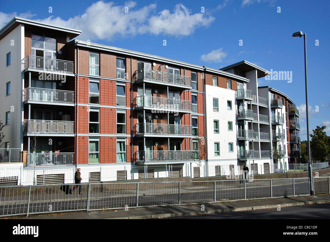 Modern apartment buildings on London Road, Bracknell, Berkshire ...